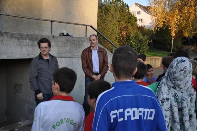 Der Jugendbeauftragte Lukas Vogt und Bauvorstand René Beck bei der Siegerehrung