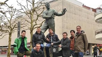 Sieben der neun Gründungsmitglieder am Graben, wo mit dem 1968 abgerissenen «Hirschen» (heute Interdiscount) eine der Aarauer Bierbrauereien stand (v. l.): Alois Debrunner, Dominic Zimmerli, Marc Klemm, Leander Isenring, Oliver Bachmann, Daniel Richner und Andreas Hochuli.