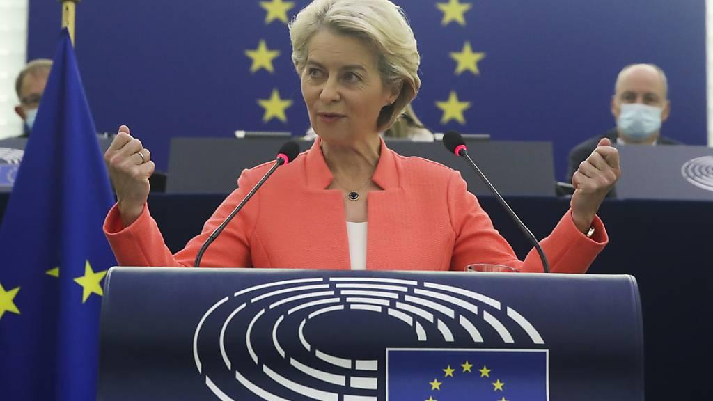 EU-Kommissionspräsidenten Ursula von der Leyen hat vor dem europäischen Parlament ein Gesetz zur Förderung der Chipindustrie angekündigt.