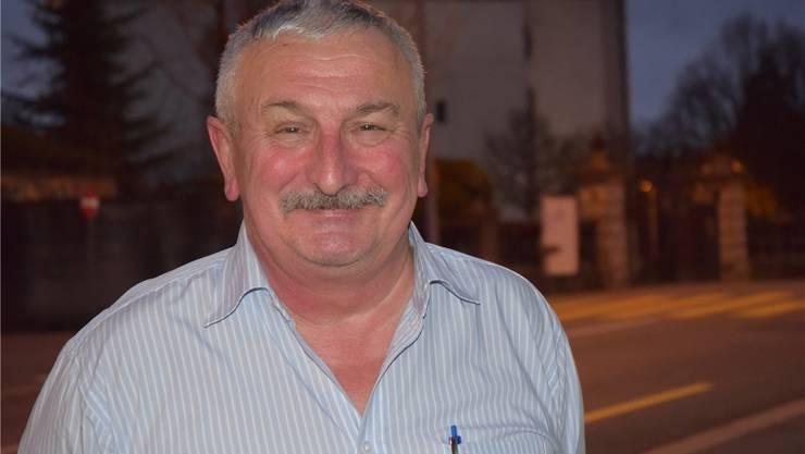 Gallati war Fussball-Schiedsrichter, er pfiff mit Edi Brunner,  dem abtretenden SVP-Einwohnerratspräsidenten in Wohlen. Gallati war elf Jahre lang, von 2004 bis 2015, Präsident der Rekurskommission beim Aargauischen Fussballverband.
