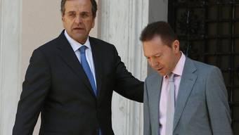 Antonis Samaras und Yannis Stournaras (r.) müssen der Troika Auskunft geben (Archiv)