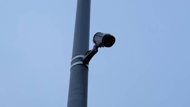 Diese Videokamera hat die Sammelstelle Lanzrainstrasse im Blick.