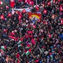 Tunesische Arbeitnehmer versammelten sich vor dem Hauptsitz des Gewerkschaftsdachverbandes UGTT in Tunis.