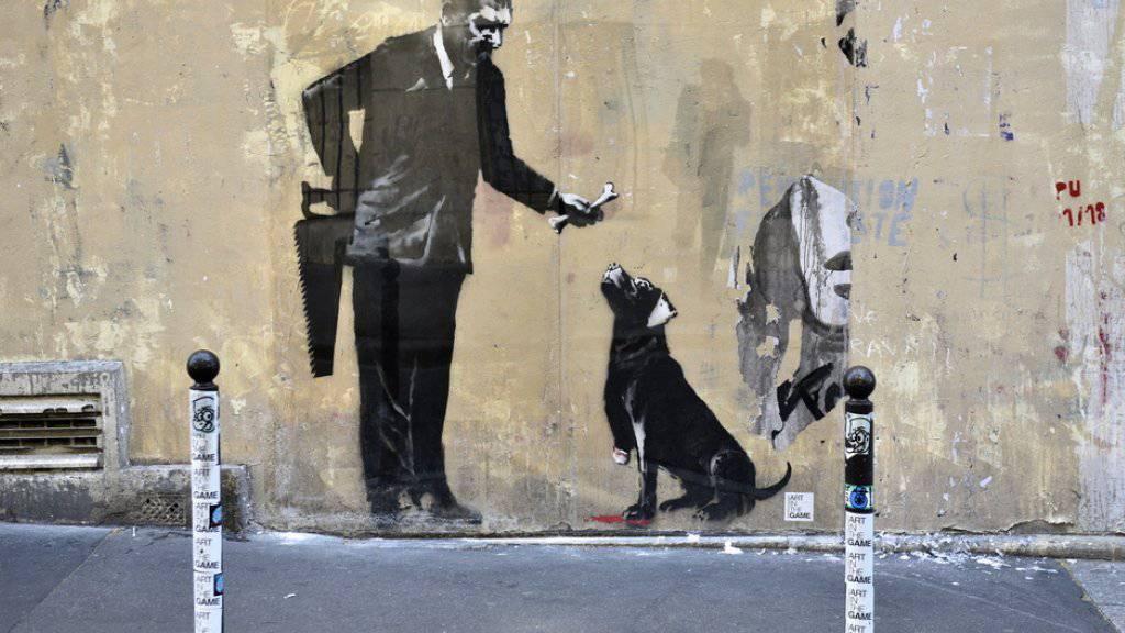 Banksy im Geburtsort der Schablonenkunst: Der britische Streetart-Künstler bekennt sich zu neuen Werken in Paris, die am Wochenende aufgetaucht sind.