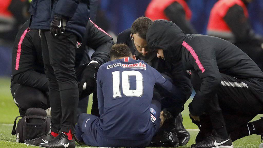 Neymar (Nummer 10) muss rund zehn Wochen pausieren
