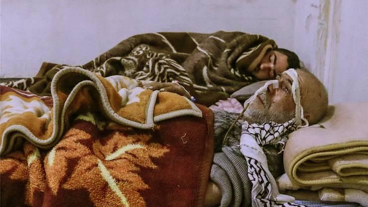 Rund 500 Menschen sind vergangene Woche bei der Bombardierung von Ost-Ghouta gestorben. Überlebende werden in behelfsmässigen Spitälern notversorgt.