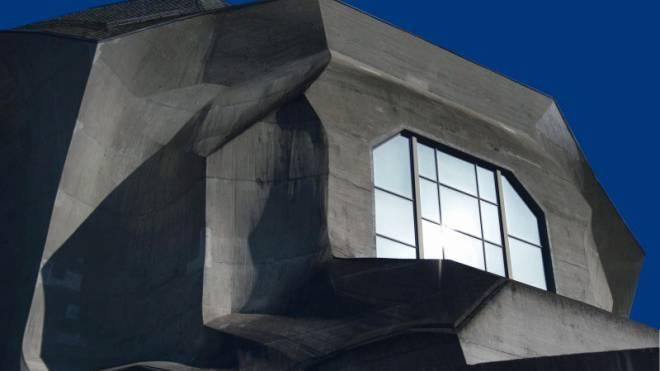 Veraltete Bauphilosophie: Das Tageslicht dringt nicht bis ins Foyer des Goetheanums.  Foto: Georgios Kefalas/Keystone