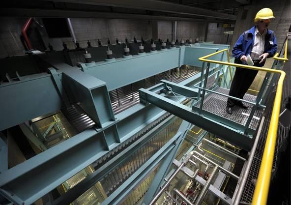 So sieht ein Holzheizkraftwerk von innen aus (im Bild: Holzheizkraftwerk von Aubrugg).