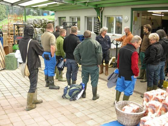 Kurs von angehenden Bauern und Moster im Mostzentrum von Beatrice und Walter Gloor