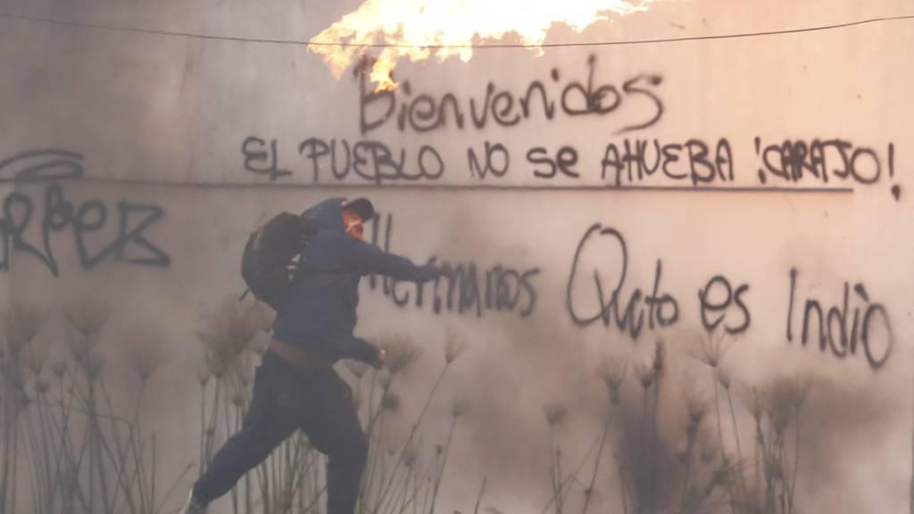 Proteste in Ecuador halten trotz Ausgangssperre an