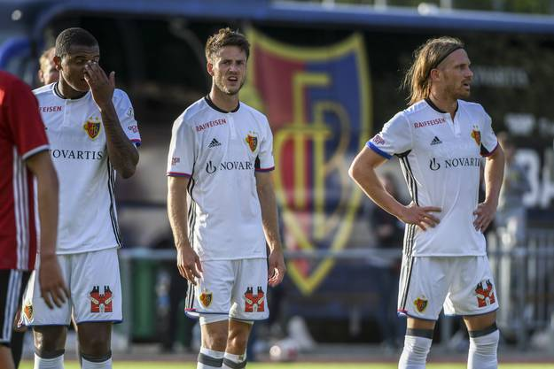Die FCB-Spieler Manuel Akanji, Ricky van Wolfwinkel und Michael Lang (von links).