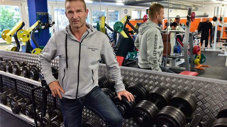 Wenn die Ermahnung nichts mehr bringt, greift Pascal Jörg (im Bild in der Fitness Factory) zu anderen Mitteln.