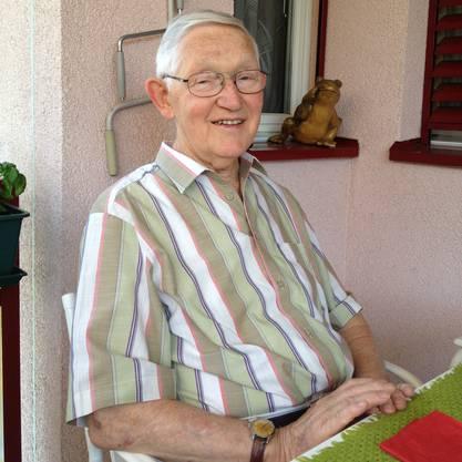 Ernst Luginbühl, 90†, auf seinem Balkon in Spreitenbach AG.