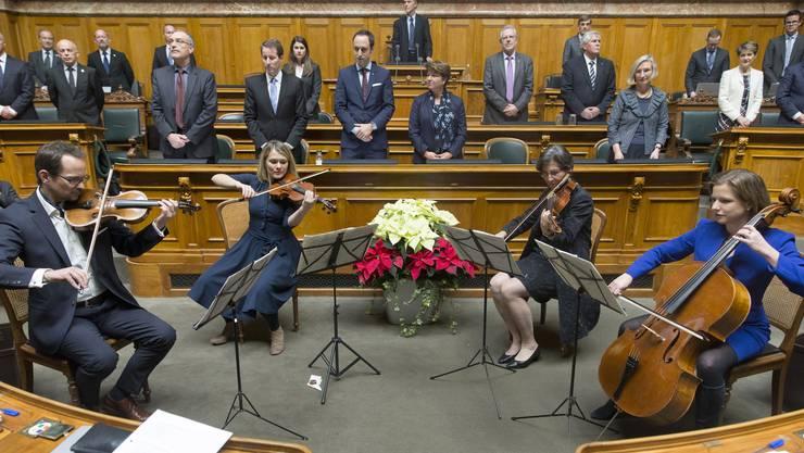 Die neu gewaehlte Nationalratspräsidentin Christa Markwalder, Maja Ingold (CVP ZH), Kathrin Bertschy (GLP BE) und Balthasar Glättli (Gruene ZH), von rechts, spielen die Nationalhymne während der ersten Sitzung, zu Beginn der 50. Legislatur.