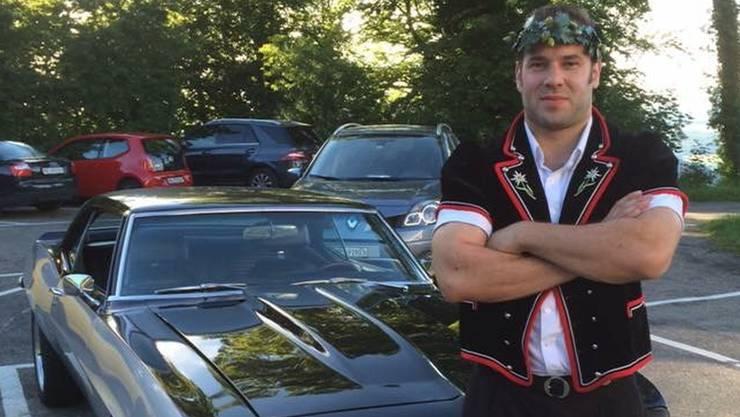 Schwingen und Muscle Cars wie sein selbst restaurierter Chevrolet Camaro sind die Leidenschaft von Marc Stoffel.
