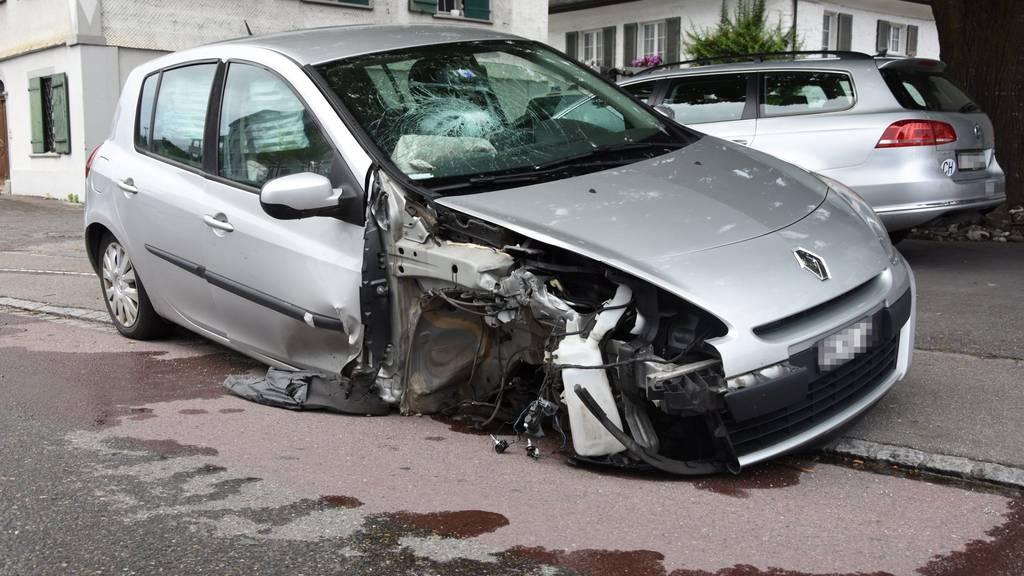 Das Auto erlitt beim Unfall Totalschaden