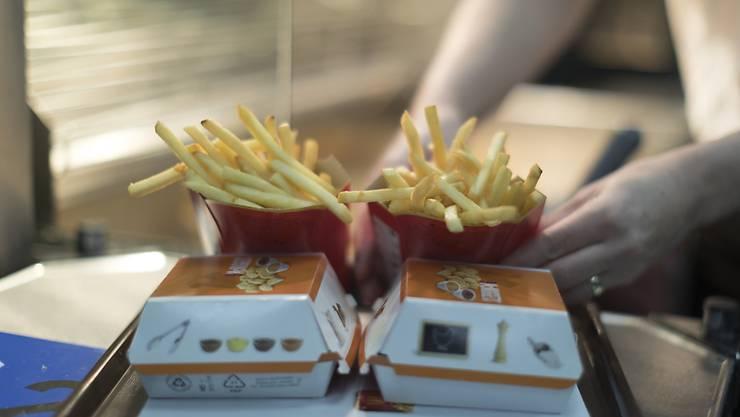 McDonald's wächst weltweit weiter - die Konkurrenz ist dem Fast Food-Giganten aber auf den Fersen. (Archivbild)
