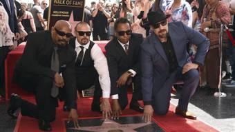 """Seltene Ehre für eine Hip-Hop-Band in Hollywood: Sen Dog, DJ Muggs, Eric """"Bobo"""" Correa und B-Real (von links nach rechts) von der Band Cypress Hill haben am Donnerstag auf dem Hollywood Boulevard ihren """"Walk of Fame""""-Stern enthüllt."""