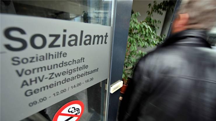 Ein Sozialhilfebezüger aus dem Kanton Zürich muss 30'000 Franken seiner Erbschaft der Sozialbehörde abgeben. (Symbolbild)