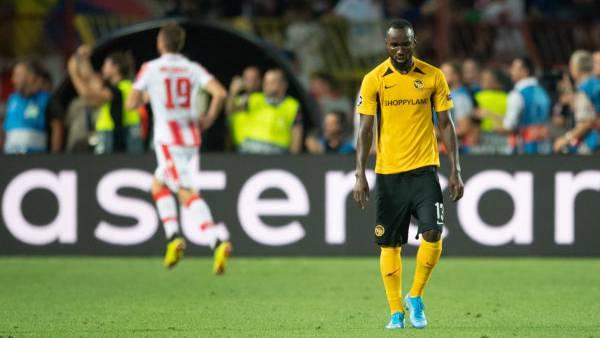 Ngamaleu (r.) mag nicht hinsehen. Die Enttäuschung nach dem 0:1.