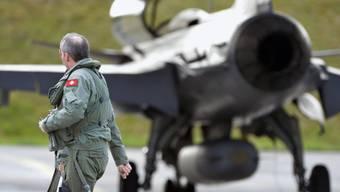 Ein Gripen-Kampfjet vor dem Testflug in Emmen (Archiv=