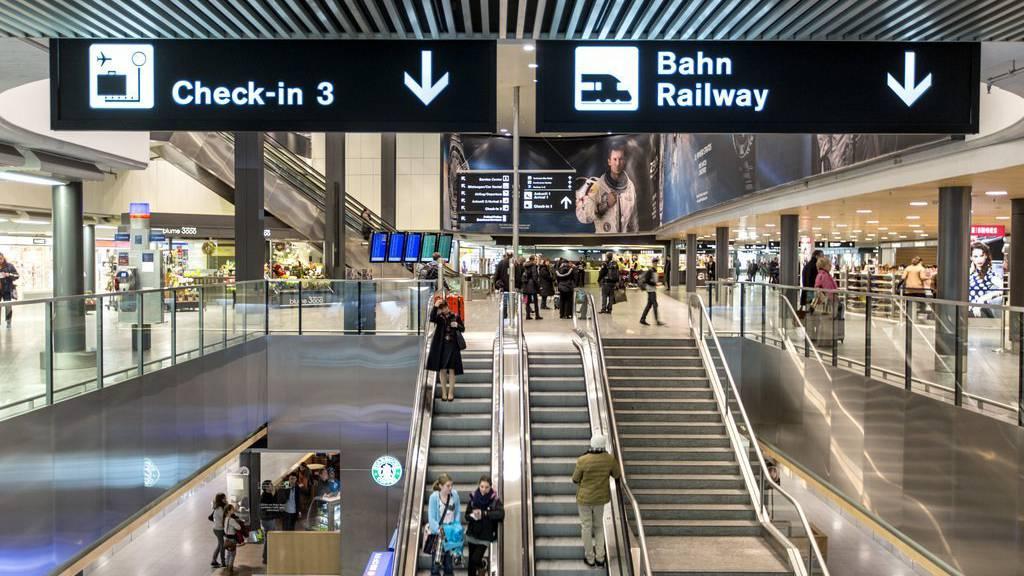 Der Flughafen Zürich ist für den Zugverkehr momentan nicht erreichbar (Archiv)