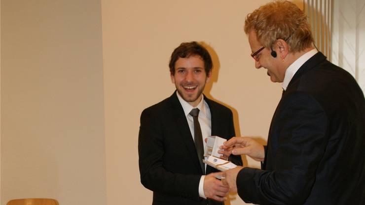 Gemeindeammann Martin Goldenberger (rechts) stellte Grossrat Uriel Seibert amNeujahrsapéro vor. Die meisten Einwohner kennen ihn bereits.SIH