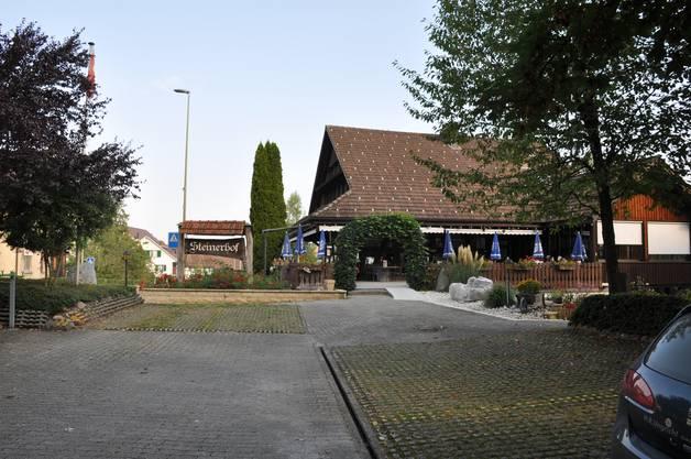 Der Parkplatz des Restaurants Steinerhof