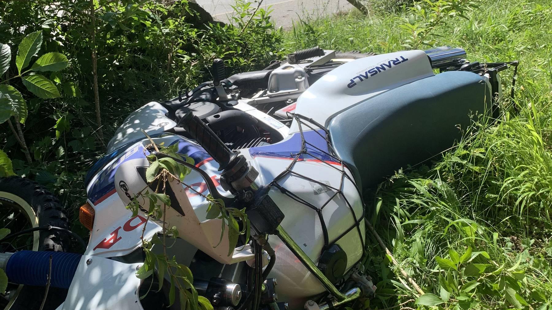 Der 33-jährige Motorradfahrer zog sich schwere Verletzungen zu.