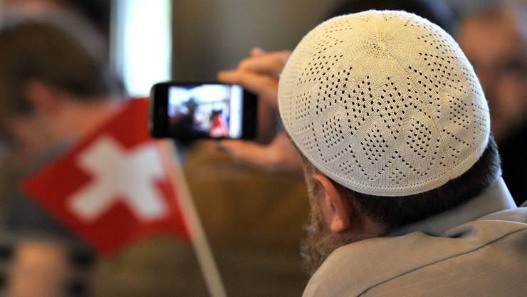 Ist der Islam vereinbar mit Schweizer Werten? Szene einer Demonstration von Muslimen im Bahnhof Luzern.