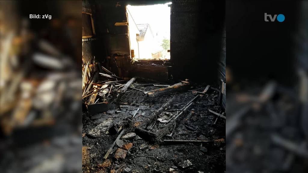 Blick in die Brandruine – 14-jähriger Bub bringt Familie in Sicherheit
