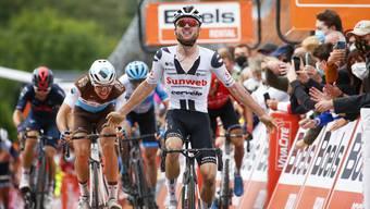 Marc Hirschi jubelt für Sunweb über seinen Sieg bei der Fleche Wallonne in Belgien. Für wen der Berner künftig Siege einfahren will, ist offen.