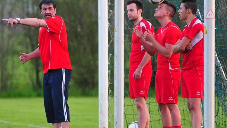Immer nach vorne: Wacker-Trainer Pasqualino Gaudiero (links.) hofft auf den Klassenerhalt. Schläfli