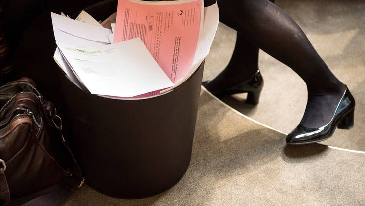 Ab in den Papierkorb: Nicht alle überwiesenen Motionen und Postulate sind dem Bundesrat genehm.Peter Schneider/Key