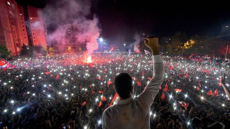 Triumph für Ekrem Imamoglu: Der CHP-Politiker gewann die Bürgermeisterwahlen in Istanbul haushoch.