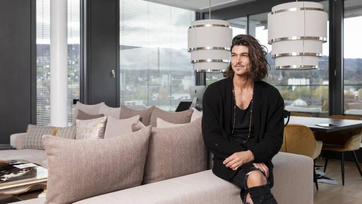 Patric Haziri lebt in einer 120 Quadratmeter grossen 4,5-Zimmer-Wohnung im Zentrum von Dietikon. «Ich hänge sehr an meiner Wohnung», sagt der Bachelor.