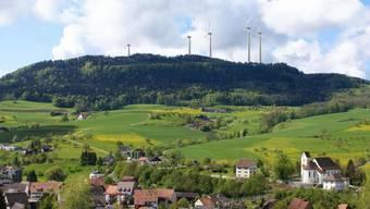 Geplanter Windpark Burg bei Oberhof und Kienberg von Wölflinswil aus gesehen.