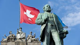 Alfred Escher war ein Schweizer Politiker, Wirtschaftsführer und Eisenbahnpionier. Seine Biografie hat aber auch Schattenseiten.