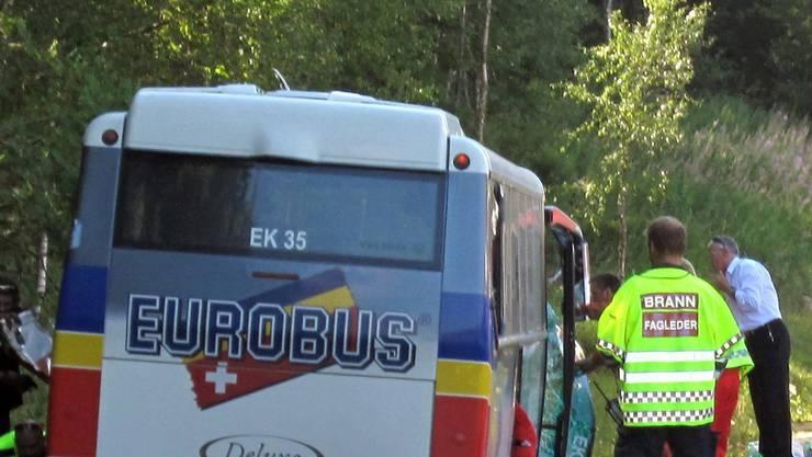 Der verunglückte Aargauer Reisecar in Norwegen.