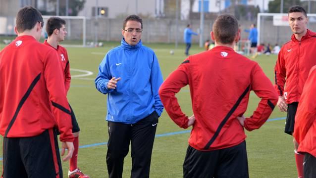 Aziz Sayilir (Mitte), der neue Chef beim Erstligisten FC Solothurn.