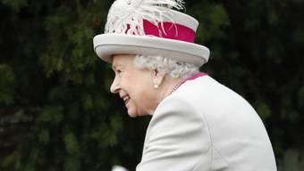 Die britische Monarchin Elizabeth II. bei der Ankunft zum Weihnachtsgottesdienst der Royals im englischen Sandringham