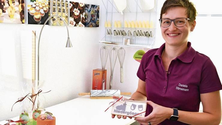 «Homeoffice» der besonderen Art: Daniela Stirnemann an ihrem Arbeitsplatz, der sich bei ihr daheim befindet.