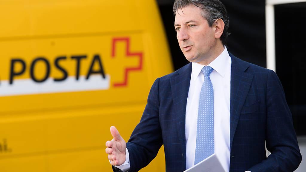 Die Post soll weiterhin täglich zugestellt werden, sagt Roberto Cirillo, Generaldirektor der Post, in einem Zeitungsinterview. (Archivbild)