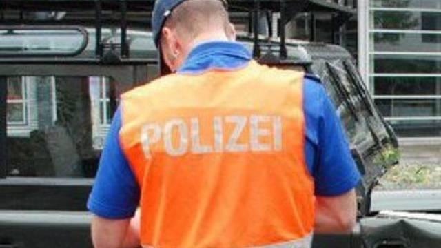 Mit 2.59 Promille ist ein Autofahrer in eine Polizeikontrolle geraten (Symbolbild)