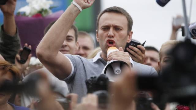 Alexej Nawalny spricht vor Anhängern in Moskau (Archiv)