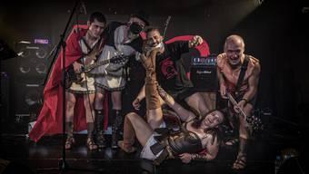 Die Band 300 um den Lead-Gitarristen und Dietiker FDP-Gemeinderat Peter Metzinger (ganz rechts) auf der Bühne des Gleis 21.