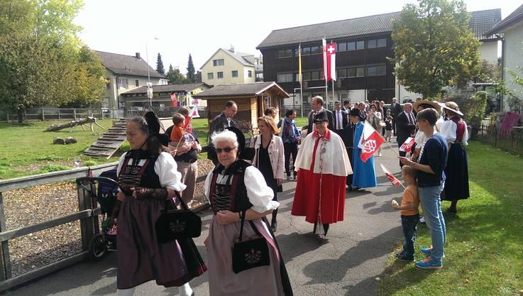 Einzug Im Dorfzentrum Alte Kirche