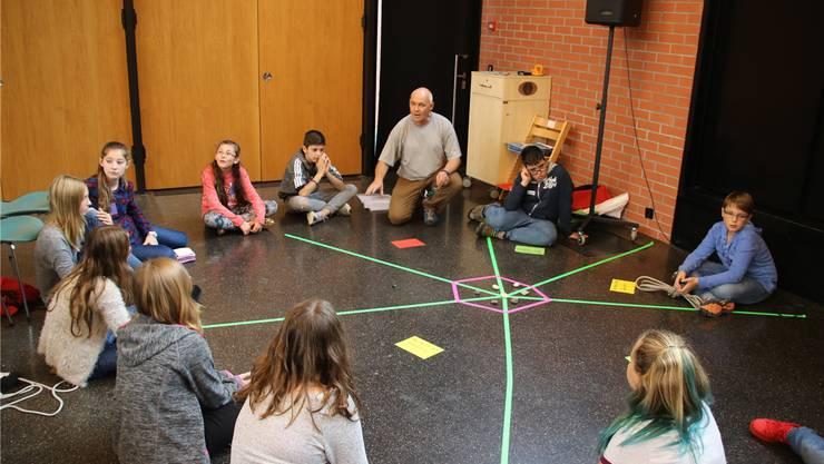 In verschiedenen Workshops konnten die Kinder neue Impulse für ihre Arbeit im Ideenbüro sammeln.Joel Kälin