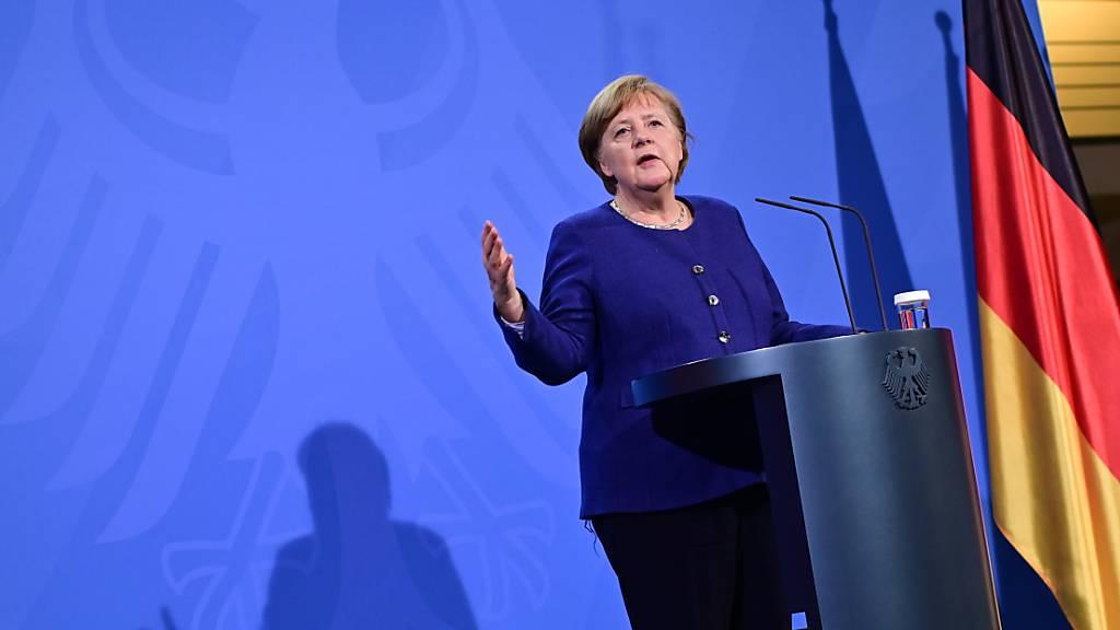 Bundeskanzlerin Angela Merkel (CDU) spricht nach dem EU-Sondergipfel zur Corona-Pandemie auf einer Pressekonferenz. Foto: John Macdougall/AFP Pool/dpa