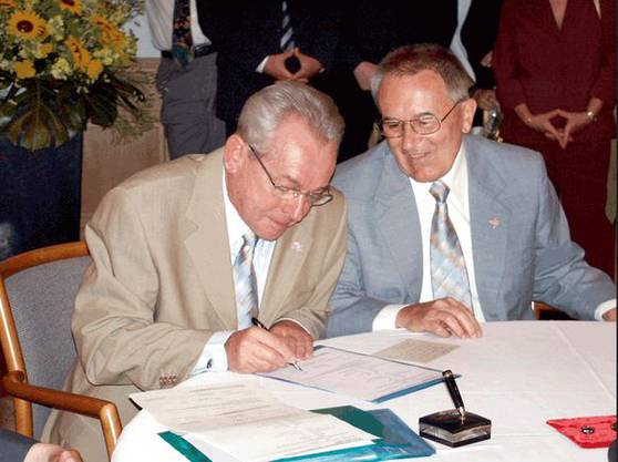 Röbi Rapp (l.) und Ernst Ostertag am 1. Juli 2003 Stadthaus Zürich. (Bildquelle